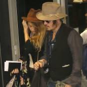 Johnny Depp desembarca acompanhado da mulher para tocar no Rock in Rio