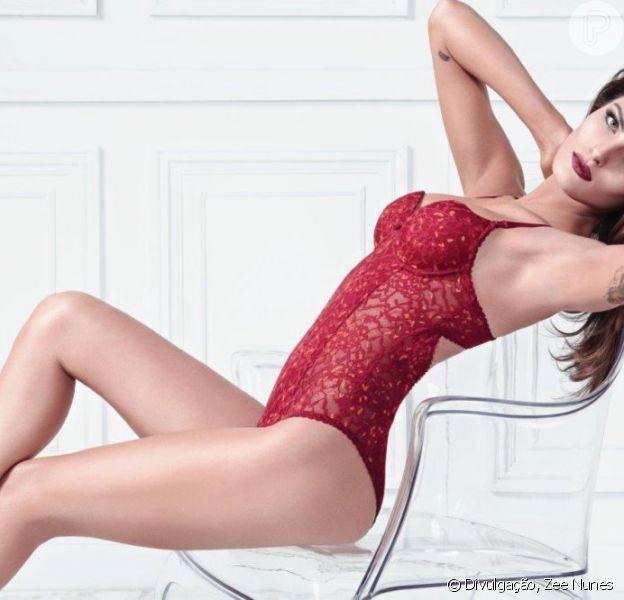 Isabelli Fontana exibiu corpão em ensaio de moda lingerie
