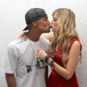 Micael Borges comemora aniversário de 24 anos com a namorada, Sophia Abrahão