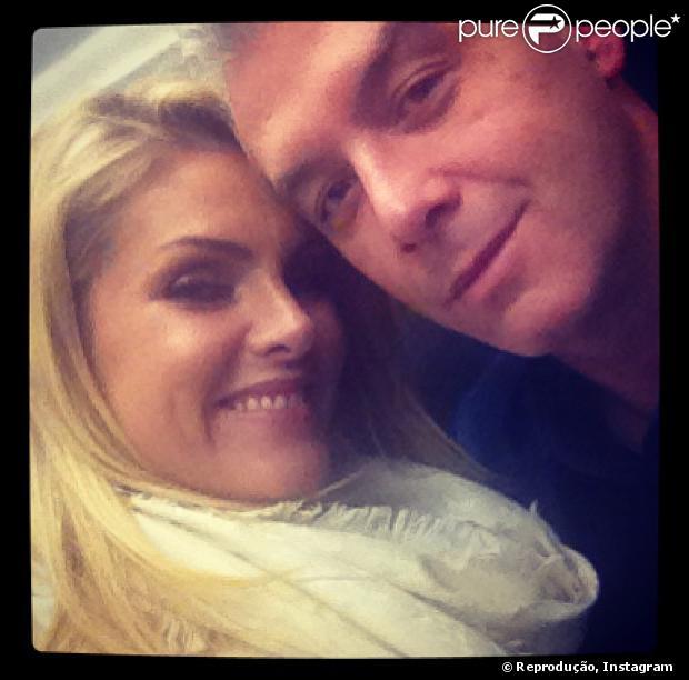Ana Hickmann deve anunciar gravidez de seu primeiro filho com marido, o empresário Alexandre Corrêa, no próximo domingo, 11 de agosto de 2013, no programa 'Domingo Espetacular', da TV Record