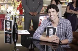 Reynaldo Gianecchini lança biografia no Rio de Janeiro ao lado de amigos famosos