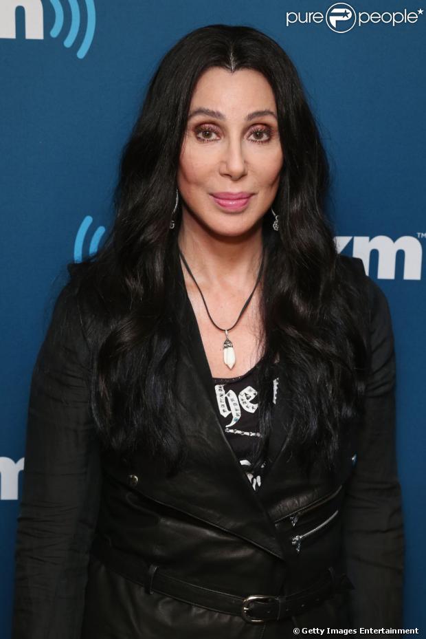 Cher acaba de lançar o clipe de 'Woman's World' após 12 anos de hiato musical. Ela está divulgando o single, que faz parte de um trabalho inédito