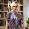 Mix de estampas! Lu (Julianne Trevisol) veste blusa quadriculada A.Brand e calça florida Patricia Bonaldi