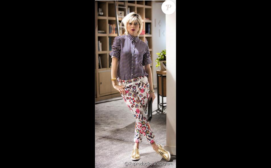 Lu (Julianne Trevisol) veste blusa quadriculada A.Brand e calça florida  Patricia Bonaldi 41f086a578