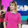 Em uma das fases do concurso Garota Totalmente Demais, Lu (Julianne Trevisol) apareceu com look total pink. O vestido é da grife Olympia e bolsa borboleta bordada da Serpui, disponível na Farfetch online por R$ 913