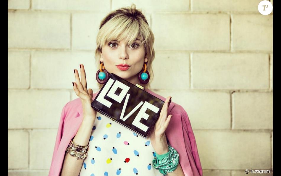 A bolsa LOVE é da grife italiana Le Petits Joueurs e custa R 3.370 ... 50692df48f