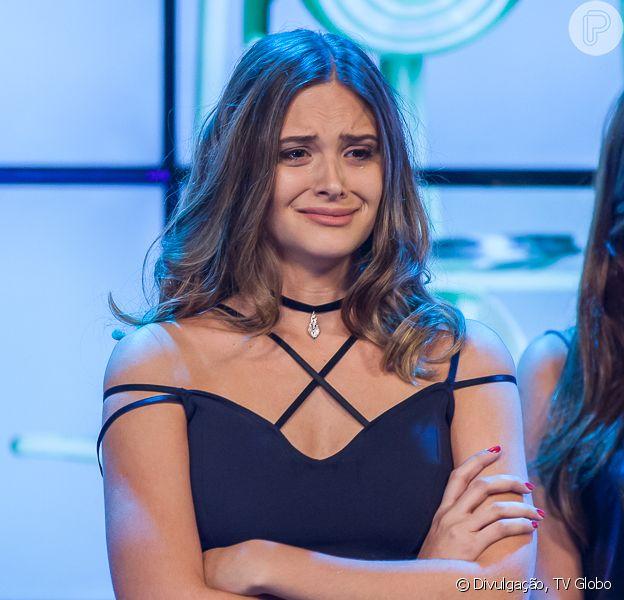 Cassandra (Juliana Paiva) é apontada pelos jurados como a candidata que teve o pior desempenho na primeira prova do concurso, na novela 'Totalmente Demais', em 12 de dezembro de 2015