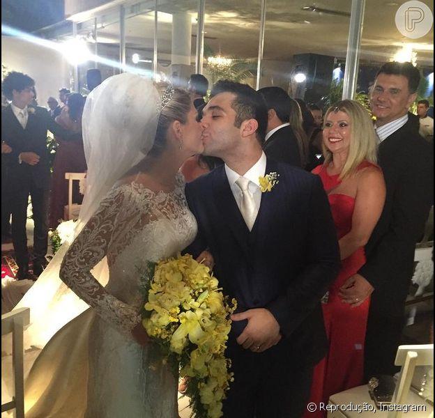 O casamento de Antonia Fontenelle e Jonathan Costa aconteceu no sábado, 12 de dezembro de 2015