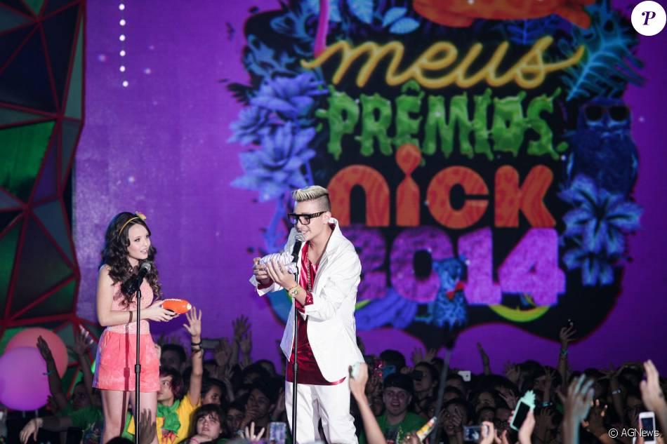 Larissa Manoela dividiu o palco com MC Gui na entrega do Meus Prêmios Nick ( 2014) c1182ab57a