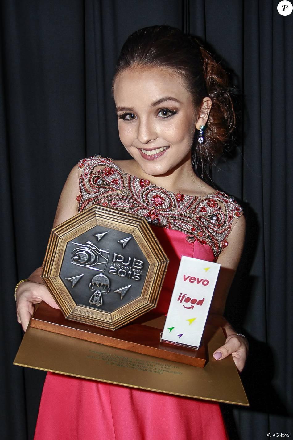 Larissa Manoela foi uma das vencedoras do Prêmio Jovem Brasileiro 2015 17382be131