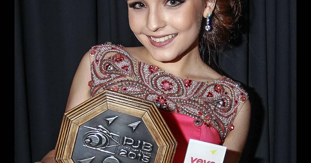 Larissa Manoela foi uma das vencedoras do Prêmio Jovem Brasileiro 2015 -  Purepeople 13d94ce521