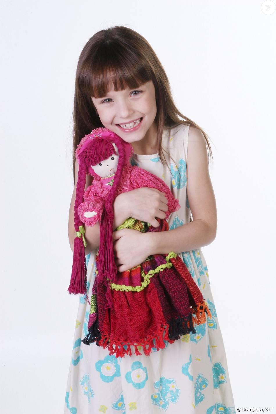 517249ca4971f Larissa Manoela caracterizada como Viviane da novela  Corações Feridos   (2012)