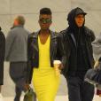 Lupita Nyong'o usou look moderno, com direito à jaqueta de couro da marca VEDA e salto agulha do designer Christian Louboutin, na visita ao SiriusXM Studios, em Nova York