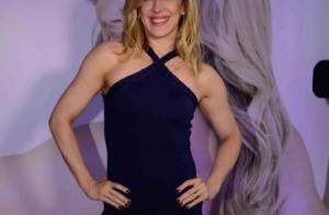 Aos 48 anos, Claudia Raia exibe boa forma com vestido curto em evento: 'Diva'