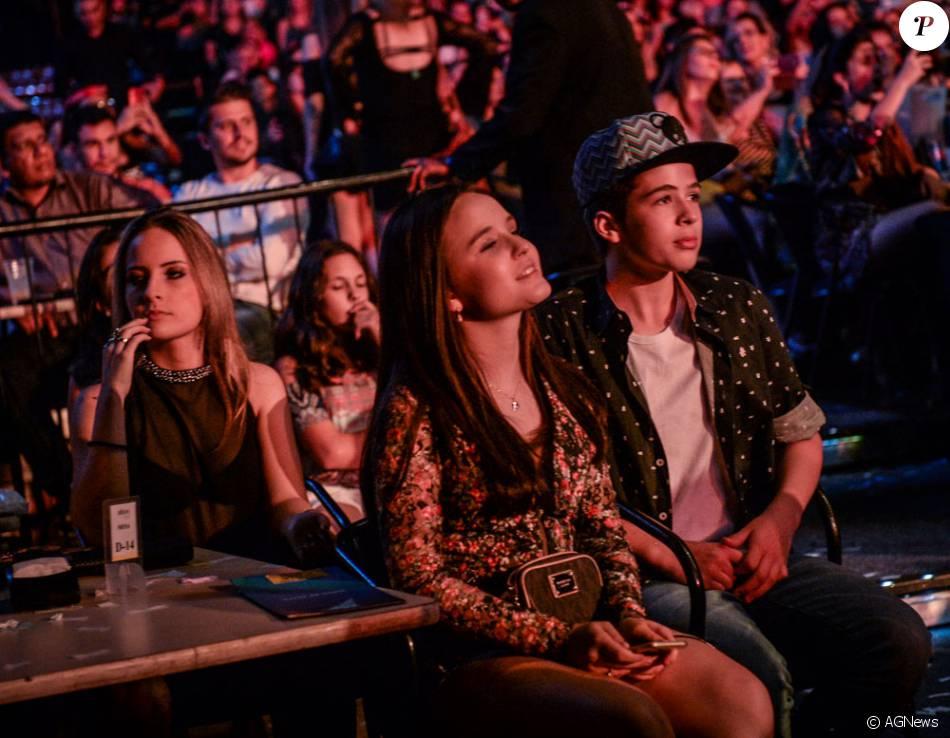 597fb3c1c6ef3 Larissa Manoela e João Guilherme Ávila cutiram juntos o show de Luan Santana