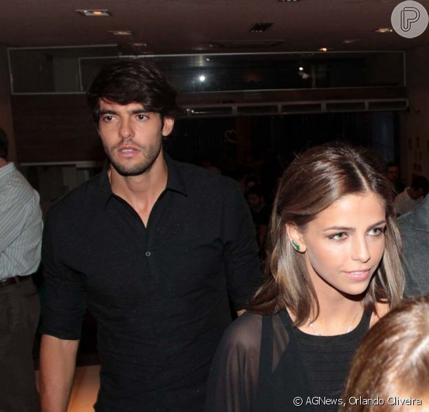 Kaká foi fotografado ao lado de Vanessa Ribeiro, seu suposto romance, em teatro de São Paulo, na noite desta quarta-feira, 16 de dezembro de 2015