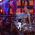 O presidente da Viacom, que controla a MTV, Van Toffler, se pronunciou sobre a apresentação. 'Miley definitivamente trouxe energia para o prêmio'