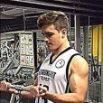 Com 17 anos, o rapaz compartilha sua rotina de exercícios pesados. Com dieta baseada em alimentos orgânicos, sem nenhuma gordura ou açúcar, Vittorio possui apenas 9% de gordura corporal