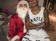Neymar senta no colo do pai vestido de Papai Noel e comemora: 'Feliz Natal'