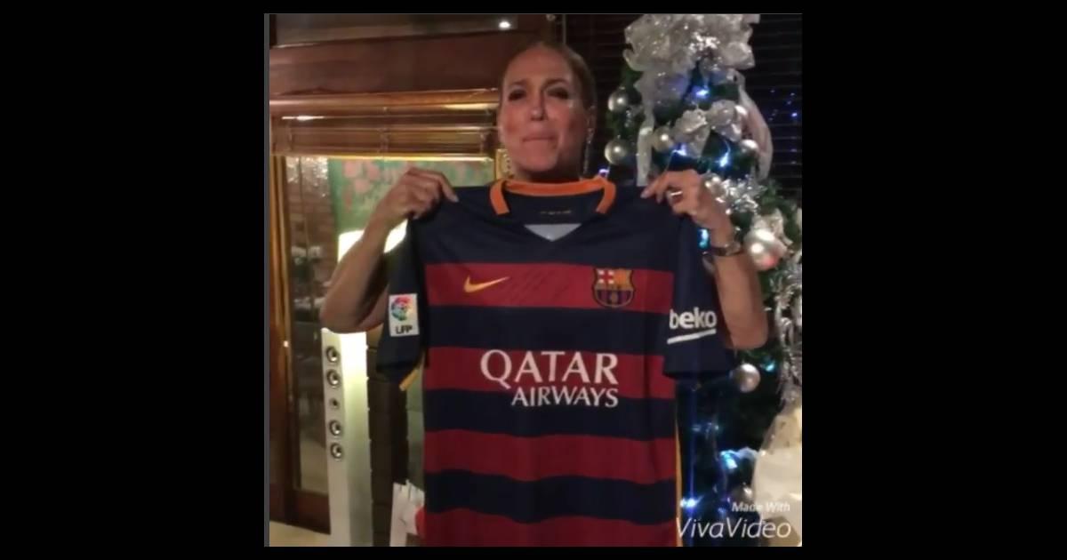 b1a1dc96282ba Neymar presenteia Susana Vieira com camisa autografada do Barcelona  Diva  da TV  - Purepeople