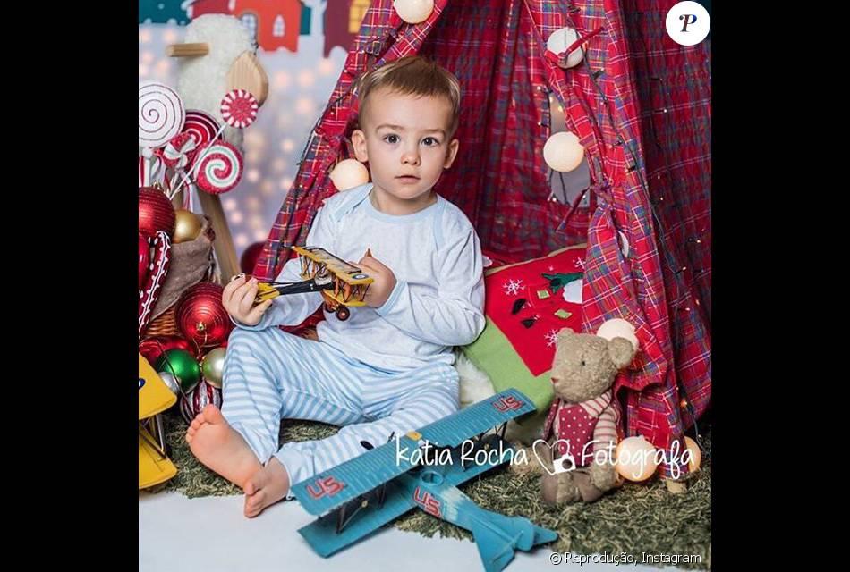 Ana Hickmann compartilhou foto do filho, Alexandre Jr., em ensaio de Natal 2dd8a730fb