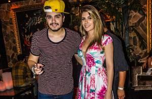 Luan Santana se diverte com namorada, Jade Magalhães, após show em Florianópolis