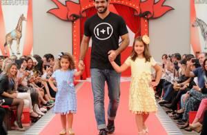 Juliano Cazarré e Klara Castanho desfilam em evento de moda em São Paulo