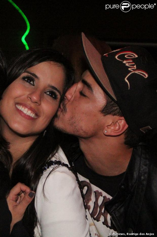 Camilla Camargo e Douglas Sampaio terminam namoro segundo coluna em 4 de setembro de 2013