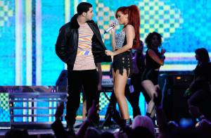 Rihanna e Drake são vistos em clima romântico em restaurante: 'Até se beijaram'