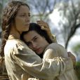 Cleo Pires ao lado da atriz Cyria Coentro, que interpreta a personagem Henriqueta no filme 'O Tempo e o Vento', mãe de Ana Terra