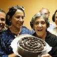 Muito querida pela equipe da emissora onde trabalha, Laura Cardoso ganhou comemoração pelo seu aniversário do ano passado, nos bastidores de 'Gabriela'