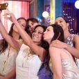 Cinara Leal registra o momento de confraternização no set de gravação de 'Flor do Caribe' com Thaíssa Carvalho, Maria Joana, Sthefany Brito e Daniela Escobar