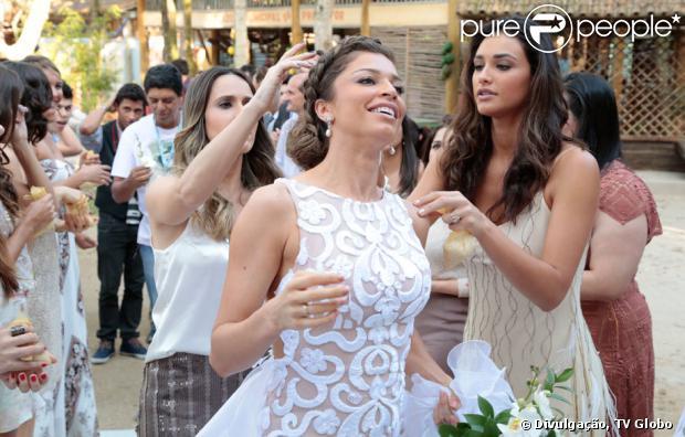Vestido de noiva de Ester (Grazi Massafera) tem trabalho artesanal: a renda foi feita à mão com fitilhos, em 'Flor do Caribe'
