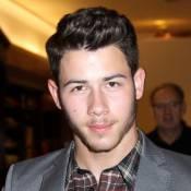 Nick Jonas completa 21 anos em turnê e vivendo romance com miss universo