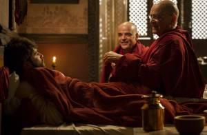 'Joia Rara': monges salvam Franz (Bruno Gagliasso) da morte no primeiro capítulo