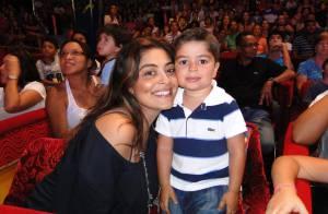 Juliana Paes leva o filho Pedro ao circo e cai na gargalhada no palco do local