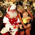 Davi Lucca posa pela primeira vez ao lado do Papai Noel, em 19 de dezembro de 2012, foto reproduzida do Instagram