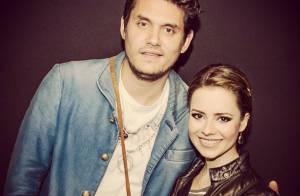 Sandy vai a show de John Mayer, em São Paulo, com a família e tieta cantor
