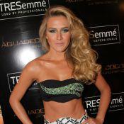 Fiorella Mattheis exibe corpo sarado com look micro em evento de moda em SP
