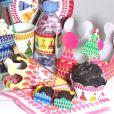 O kit enviado para Angélica tinha forminhas de doces, copos, pratos e cones personalizados