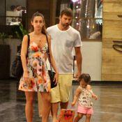 Marcelo Faria faz passeio em família no Rio e não sai de perto da filha, Felipa