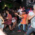 Thaila Ayala e Luma Costa se esbaldam em pista de dança