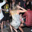 Thaila Ayala e Luma Costa desce até o chão ao som do 'Passinho do Volante' em festa do Rio