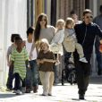 Angelina Jolie e Brad Pitt são pais de seis filhos: os gêmeos Knox Léon e Vivienne Marcheline, e Shiloh Nouvel, que são biológicos; e Maddox Chivan, Pax Thien e Zahara Marley, que são adotados