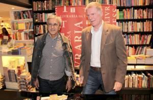 Caetano Veloso, Patrícia Pillar e outros famosos prestigiam lançamento de livro