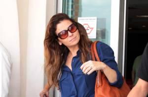 Giovanna Antonelli é traída por blusa e mostra barriga sequinha em aeroporto