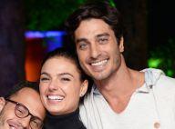 Isis Valverde posa com o namorado, André Resende, em festa: 'Casal maravilhoso!'