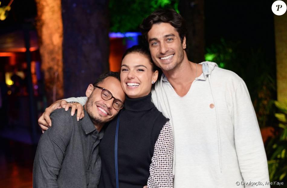 Isis Valverde e o namorado, André Resende, posaram juntos pela primeira vez na festa de aniversário de Fabinho Cal, no domingo, 1 de maio de 2016