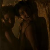 Cena sensual de Mimi e Gironda em 'Liberdade, Liberdade' agita web: 'Que dupla!'