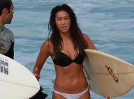 Aos 38 anos, Daniele Suzuki mostra boa forma na praia em dia de surfe